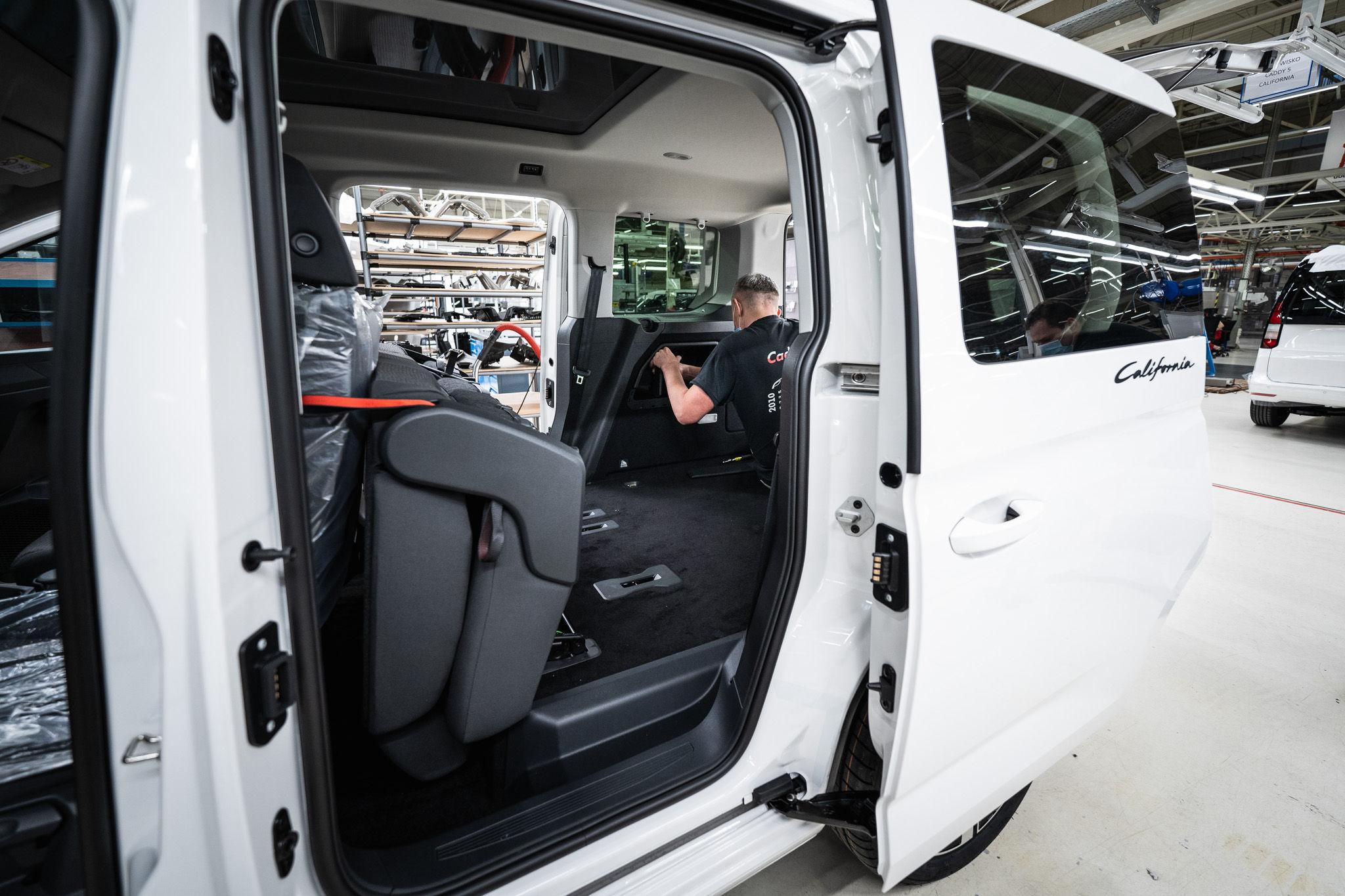 Z linii produkcyjnych Volkswagen Poznań zjechały pierwsze egzemplarze modelu Caddy California
