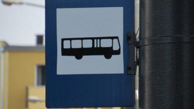 Tablice do nauki języka migowego na przystankach autobusowych
