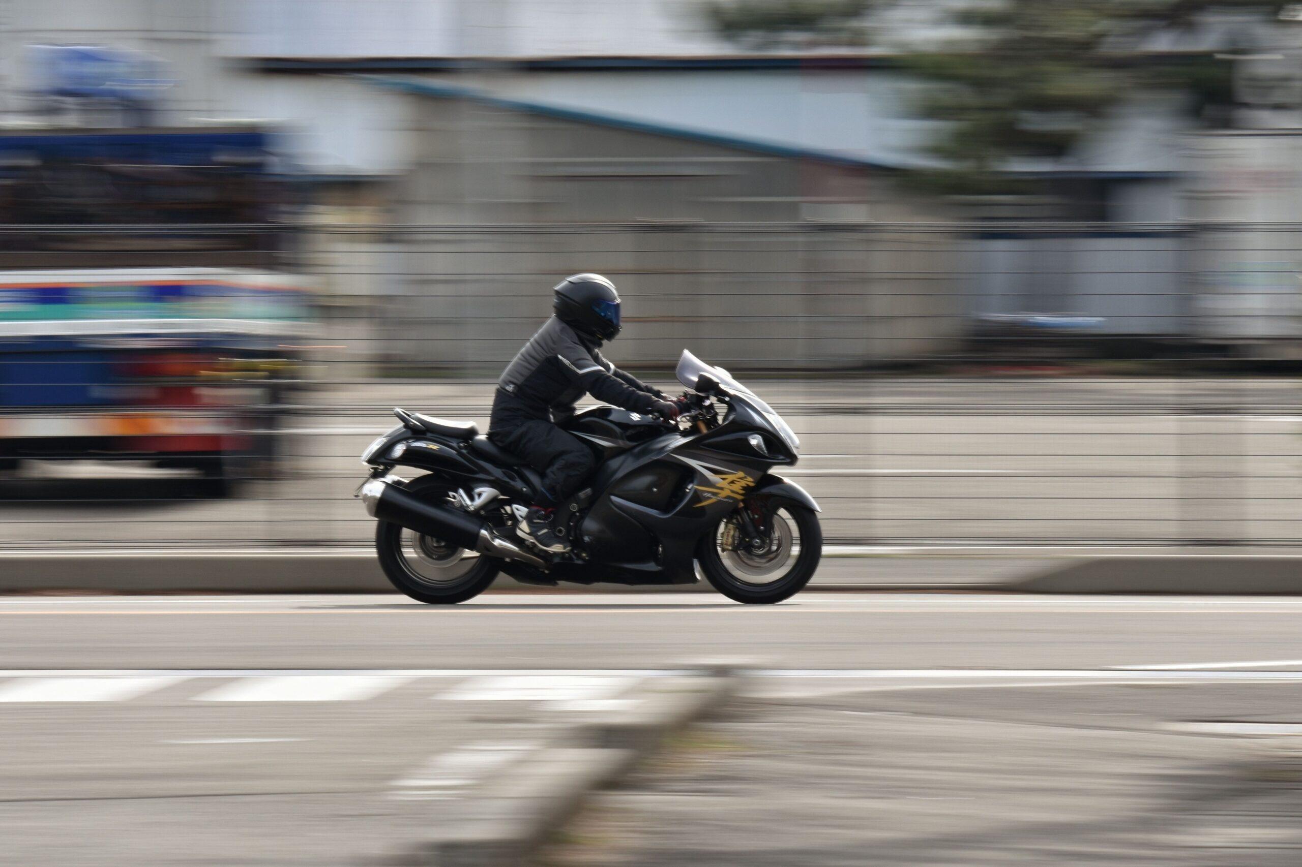 Jechał 190 km/h i nie słyszał policji bo słuchał muzyki