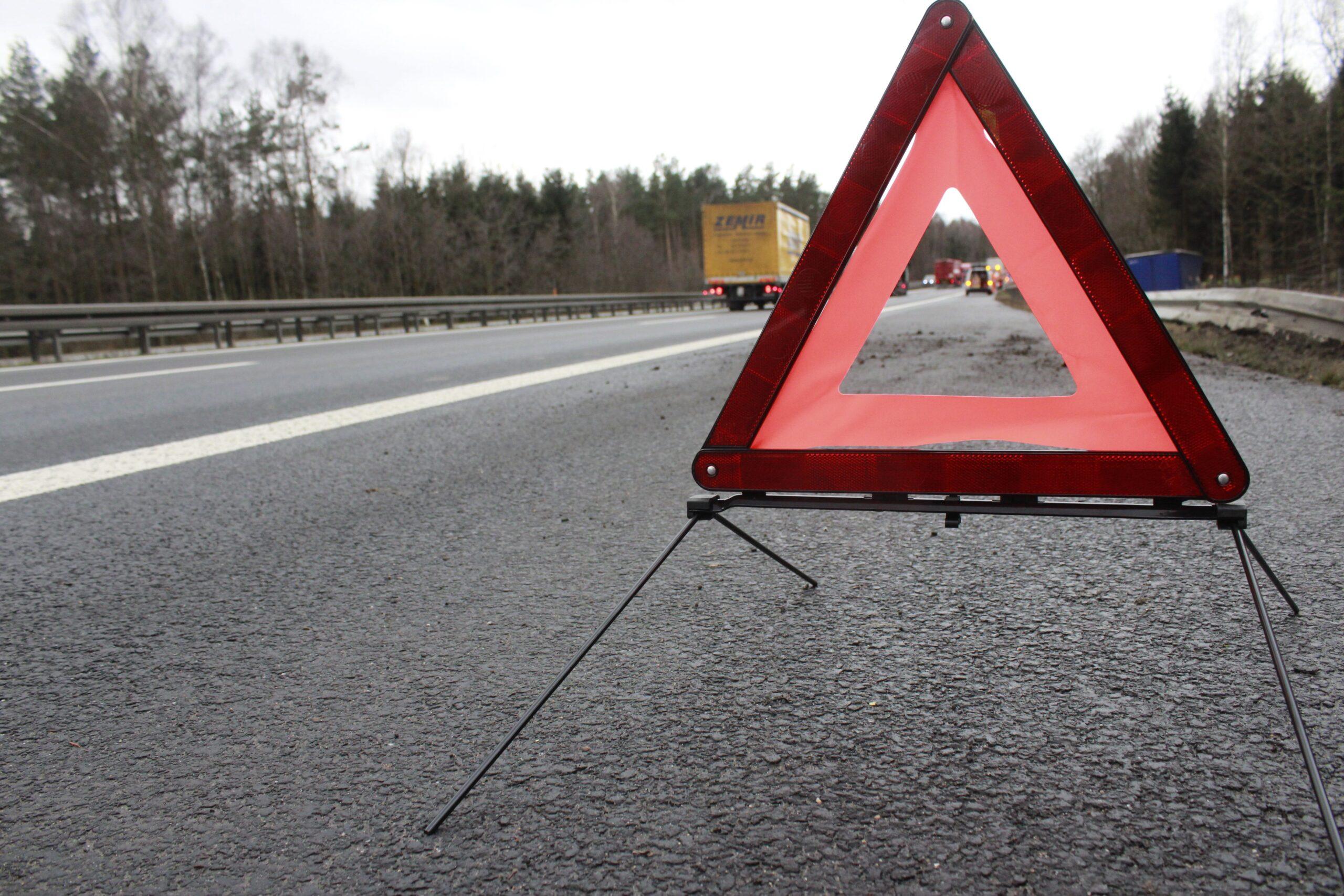 Ciężarówka zderzyła się z samochodem osobowym, trasa Poznań – Leszno zablokowana