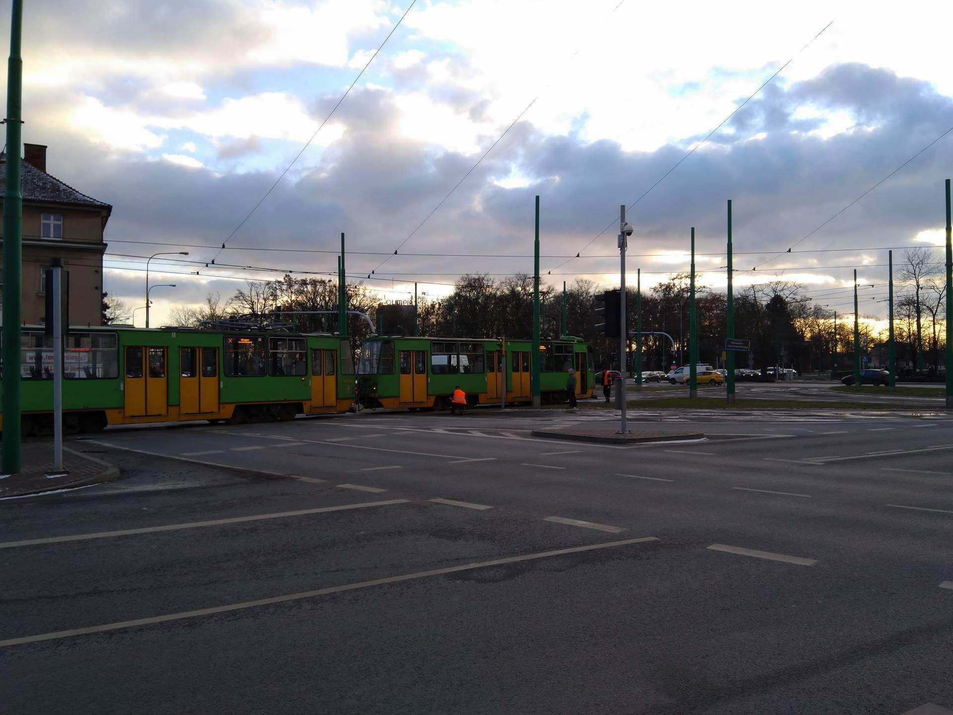 Zepsuty tramwaj blokuje Rondo Nowaka-Jeziorańskiego