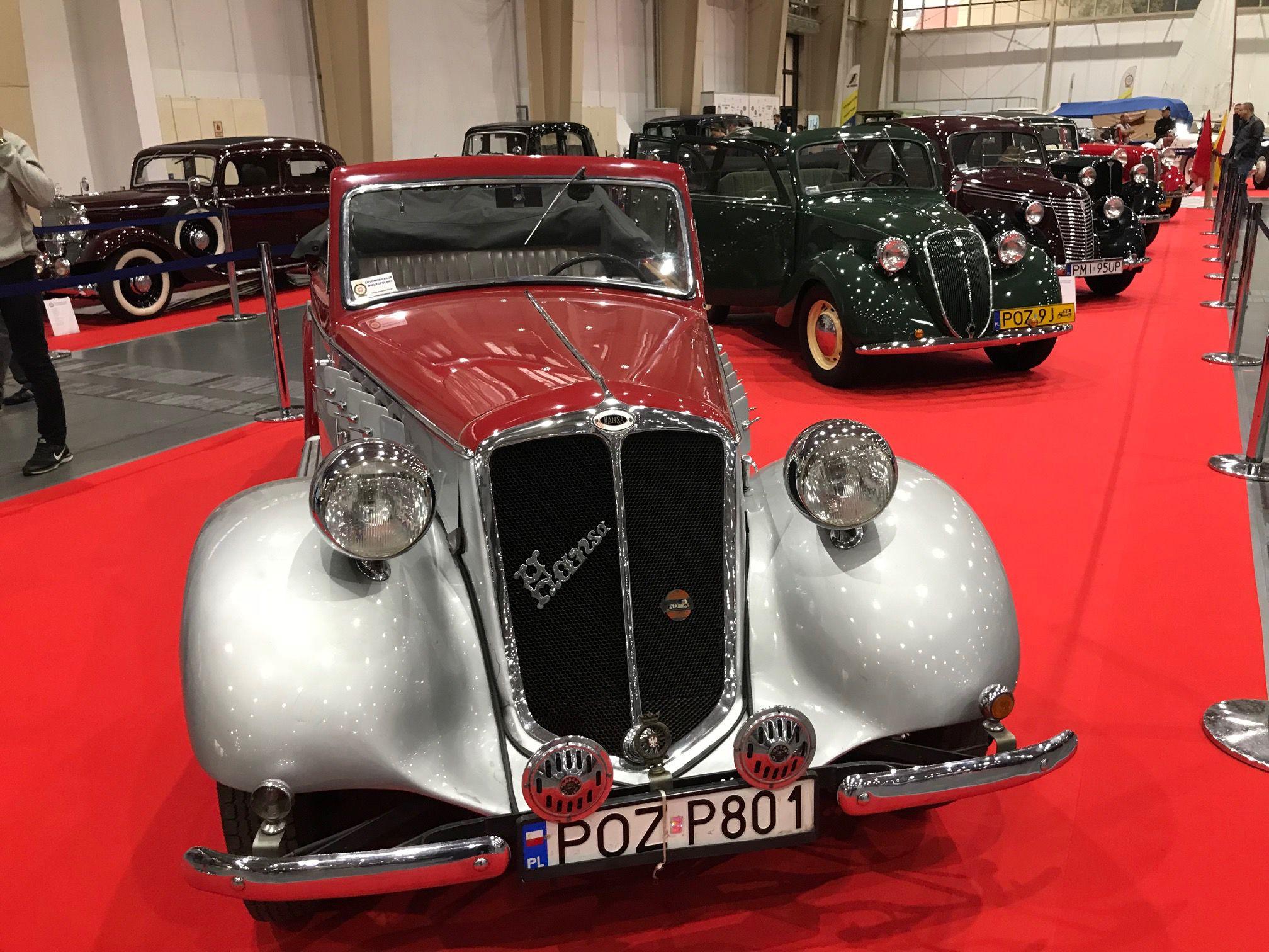 Trwa Retro Motor Show. Samochodowe klasyki przyciągają fanów w każdym wieku