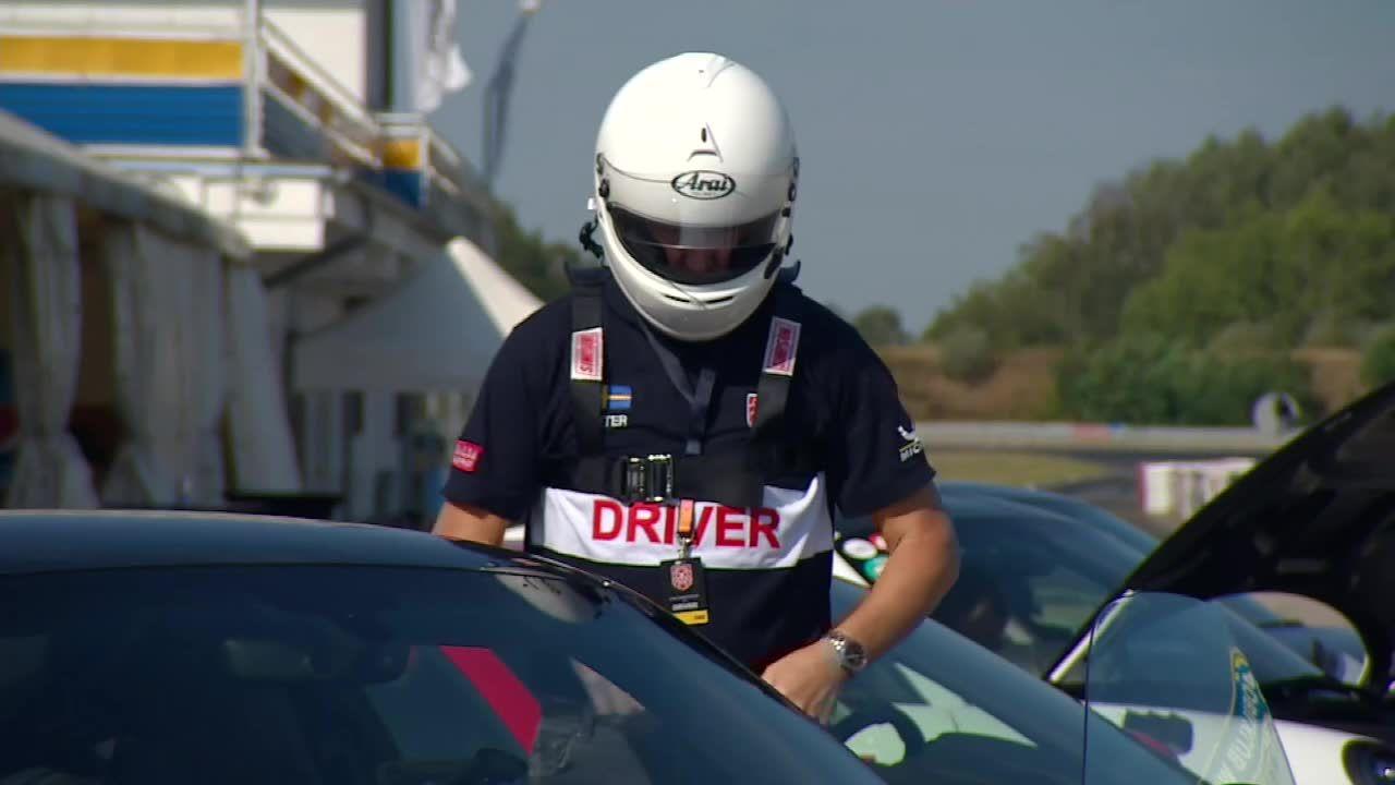 """""""Można nauczyć się, jak tym autem jeździć szybko, ale przede wszystkim bezpiecznie"""". Trwa Gran Turismo Polonia"""