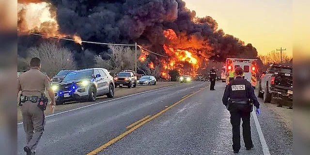 Olbrzymi wybuch w Teksasie. Ciężarówka zderzyła się z pociągiem towarowym