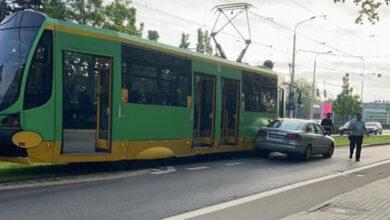 Kolizja samochodu z tramwajem na ul. Winogrady