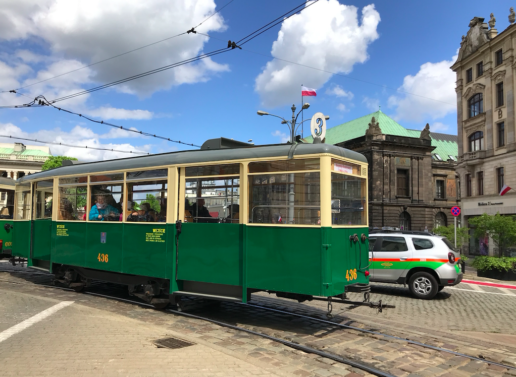Już od połowy maja będzie można zwiedzać miasto na pokładzie zabytkowego tramwaju lub autobusu
