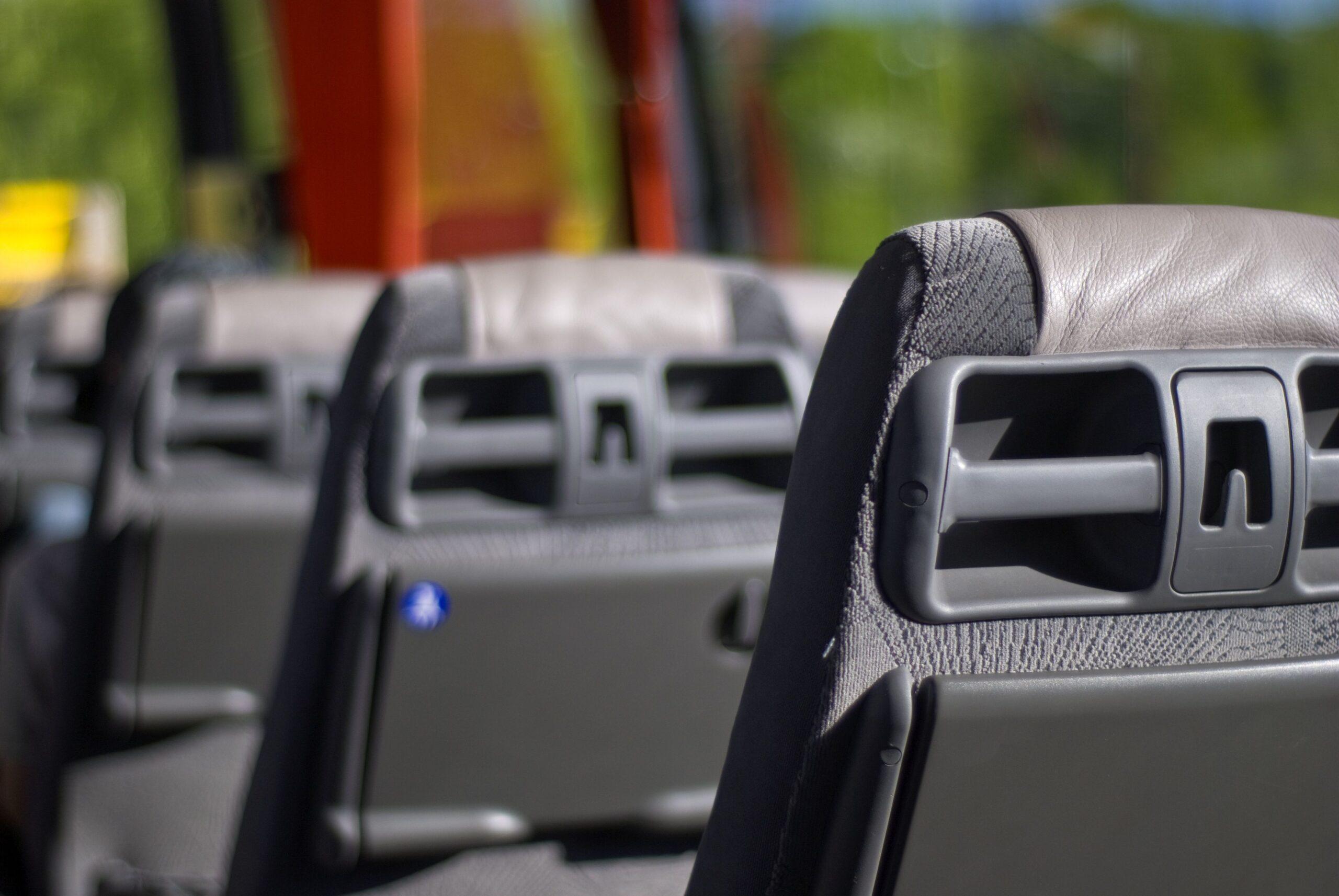 Wypadek autokaru przewożącego ponad 20 dzieci. Pięć osób trafiło do szpitala