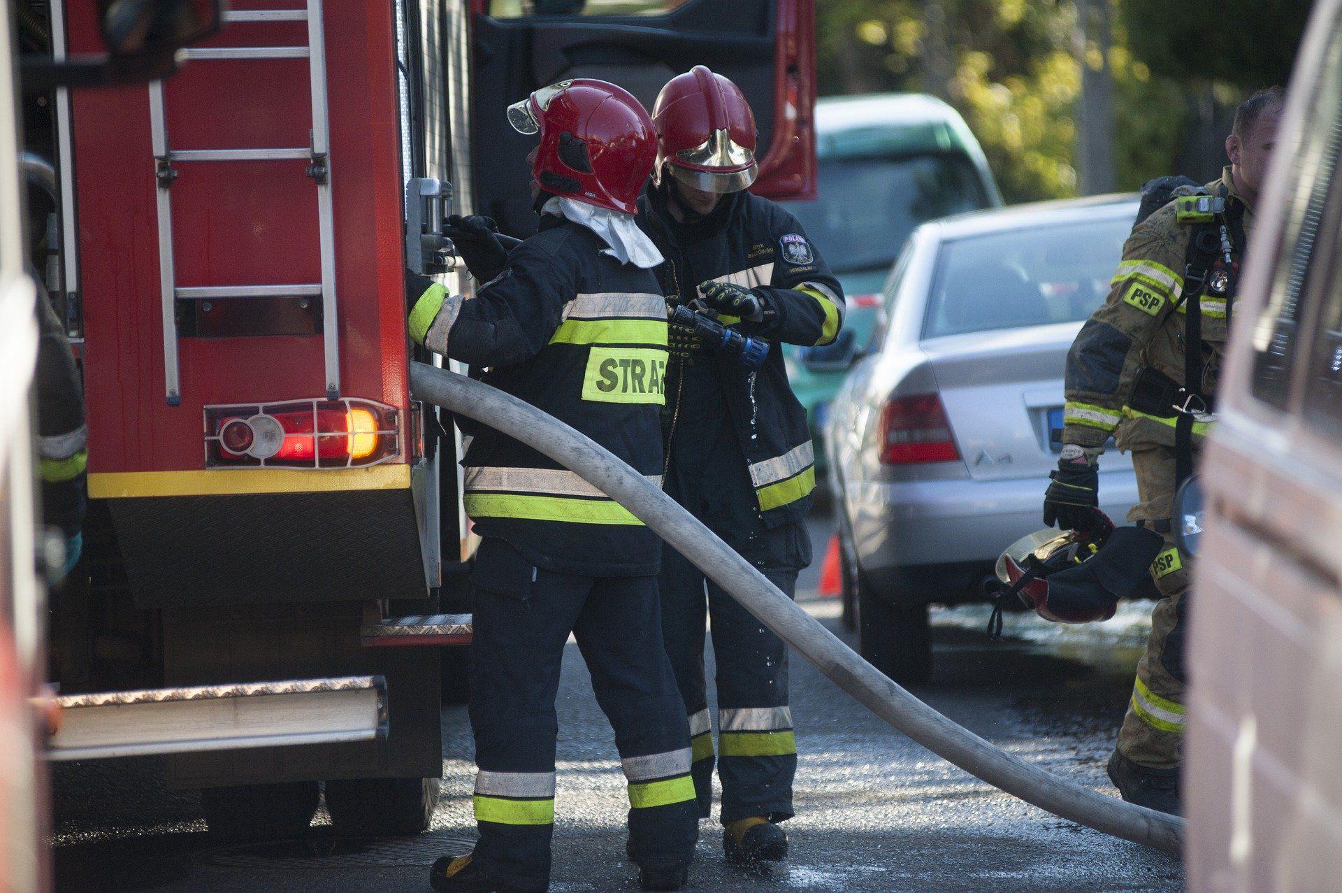 Akcja straży pożarnej w rejonie ul. Rolnej i Czwartaków – utrudnienia w ruchu
