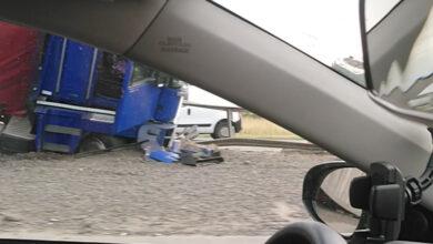 Ciężarówka wpadła na barierki, duże utrudnienia na poznańskim odcinku autostrady A2