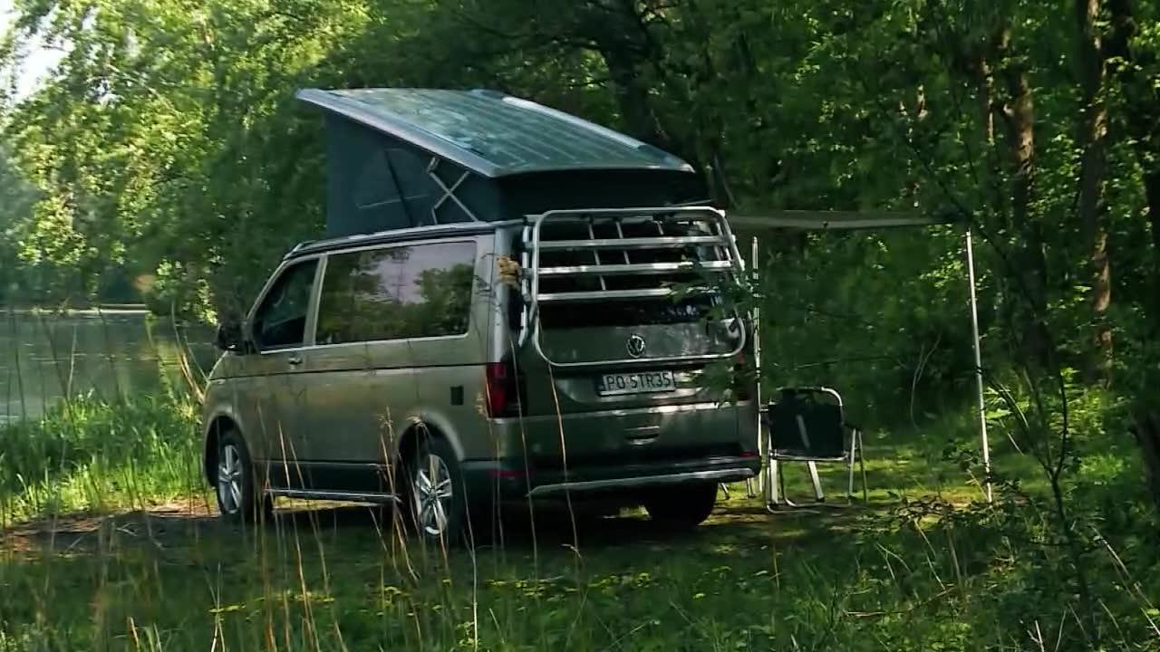 Idealny pojazd na rodzinne wakacje. Oto Volkswagen 6.1 California Beach