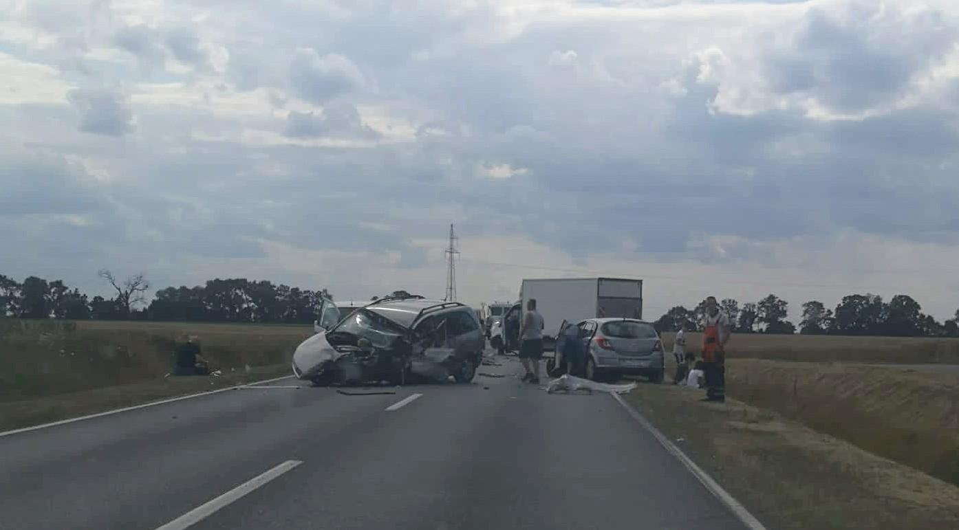 Wypadek na obwodnicy Murowanej Gośliny, droga zablokowana (Aktualizacja)