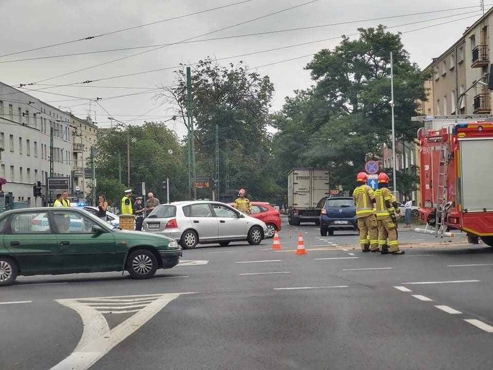 Zderzenie pojazdów na skrzyżowaniu ul. Arciszewskiego i Grochowskiej