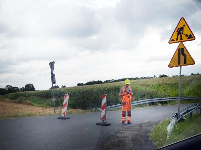 Mieszkańcy już nie ominą S11 drogą serwisową. Zamknięto trasę równoległą do trasy katowickiej