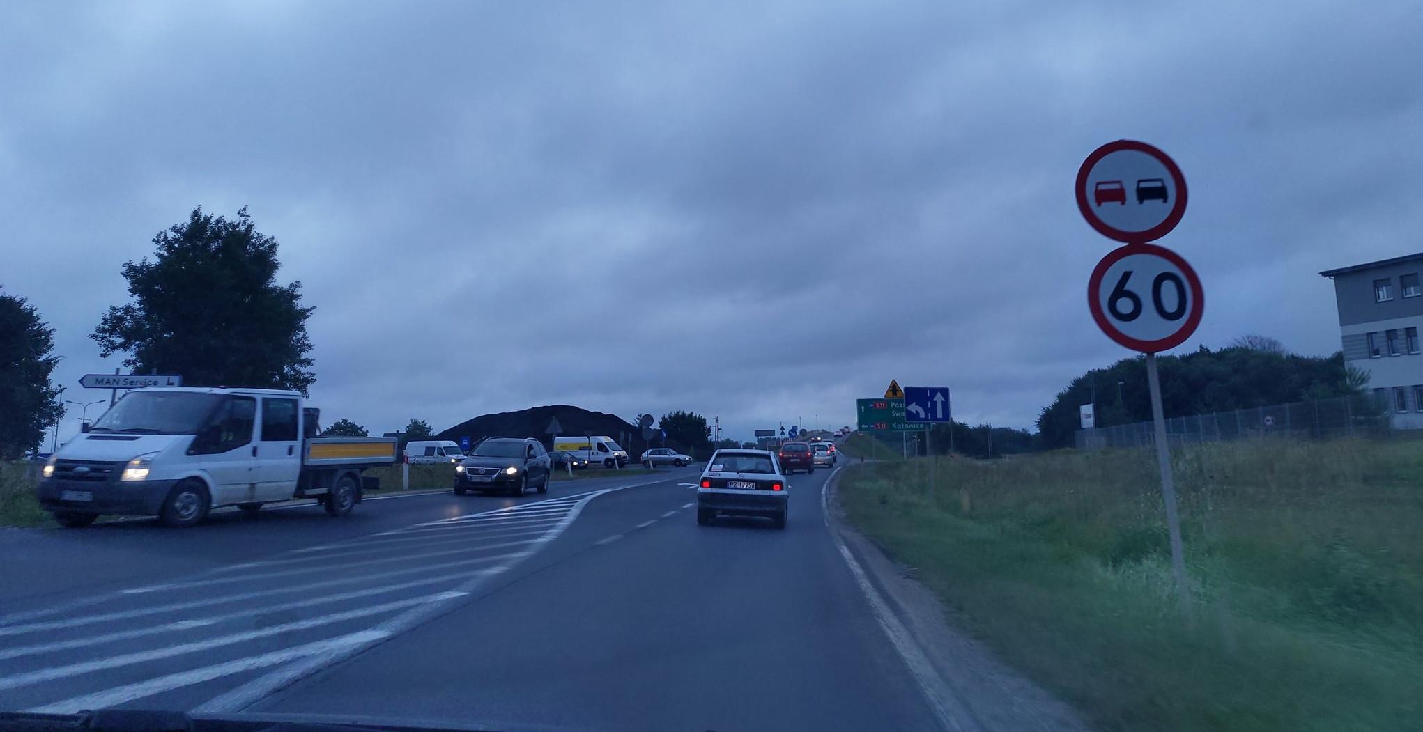 Ogromne korki na węźle Koninko przez remont S11 i kolizję