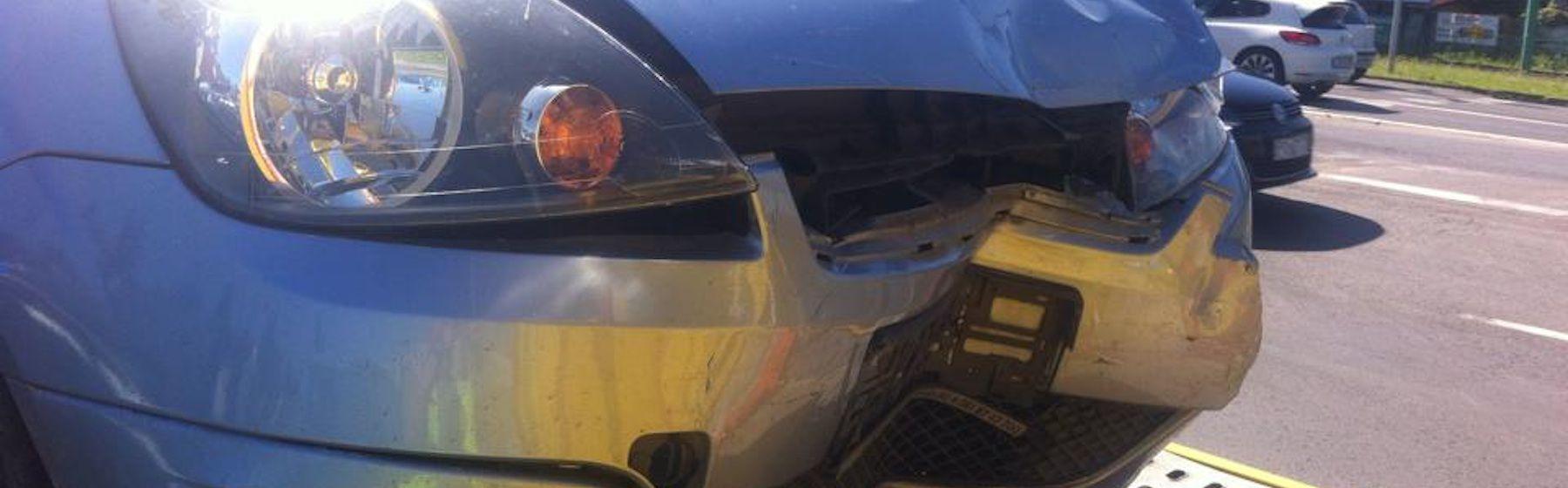 Zderzenie pojazdów na skrzyżowaniu ul. Promienistej i Ściegiennego