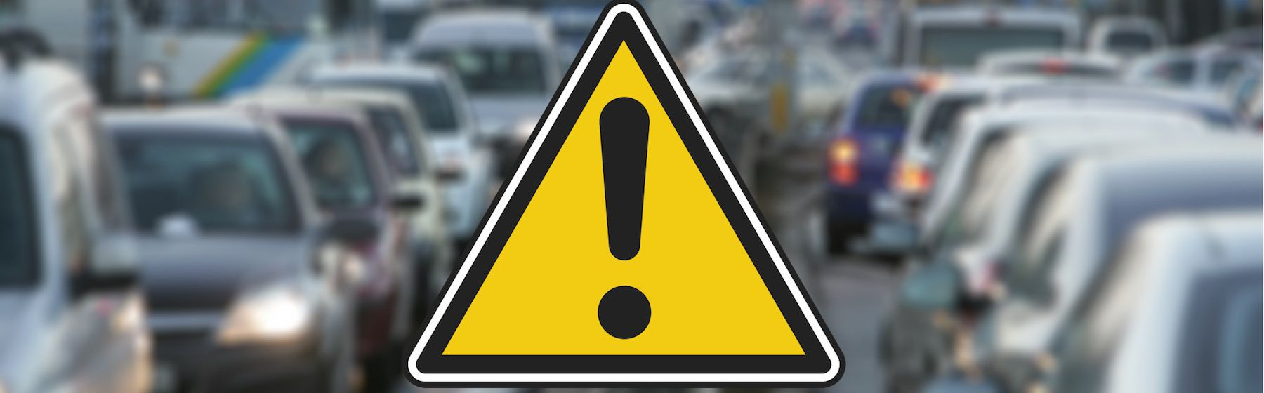 Samochód uderzył w słup na ul. Przybyszewskiego – utrudnienia w ruchu!