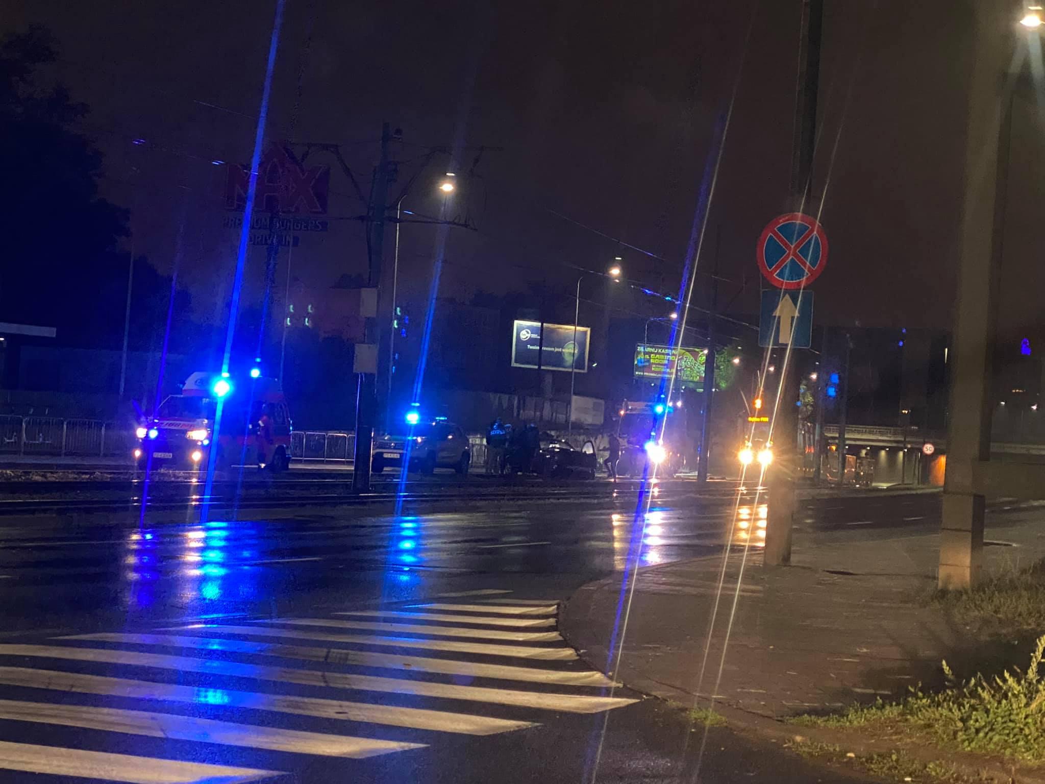 Samochód uderzył w bariery i wpadł na torowisko – utrudnienia na ul. Hetmańskiej