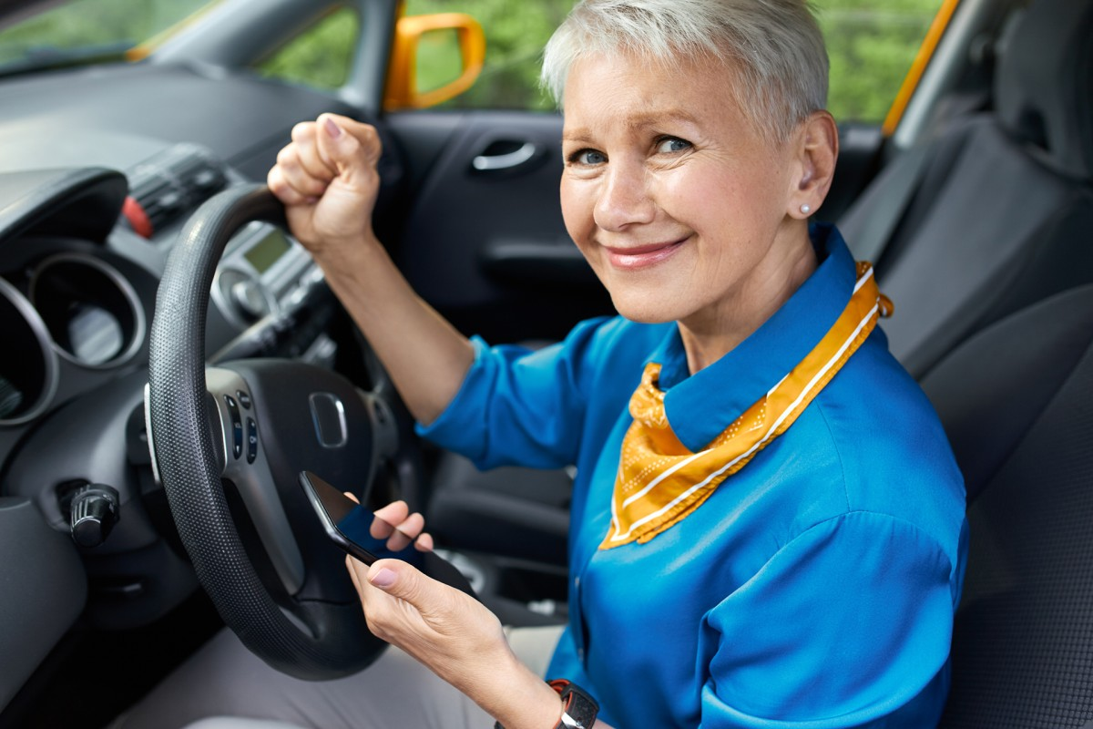 Właściwe przygotowanie samochodu do jesieni – pomoc drogowa