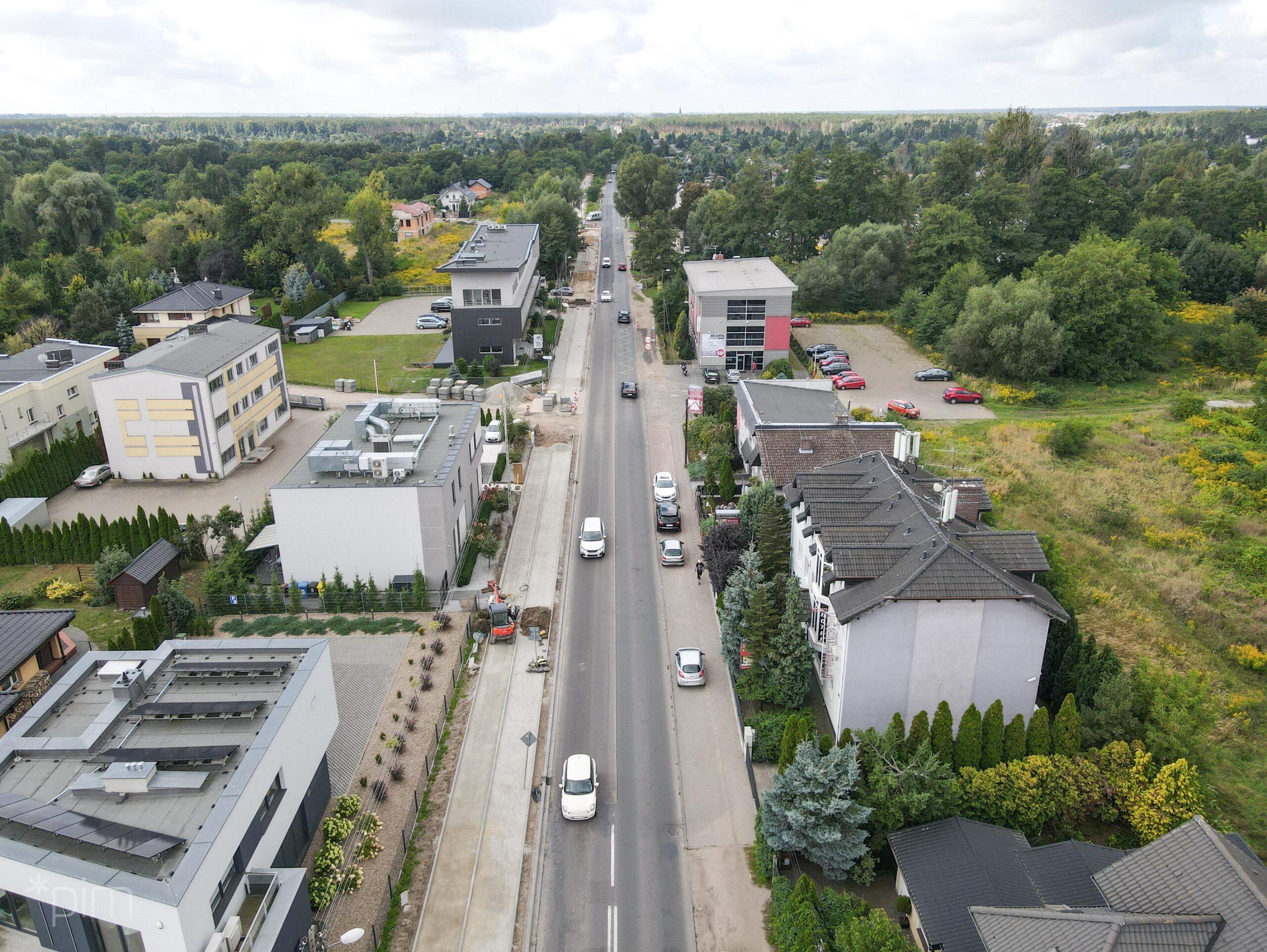 Budowa drogi rowerowej i chodnika wzdłuż ul. Złotowskiej – postęp prac i utrudnienia dla kierowców