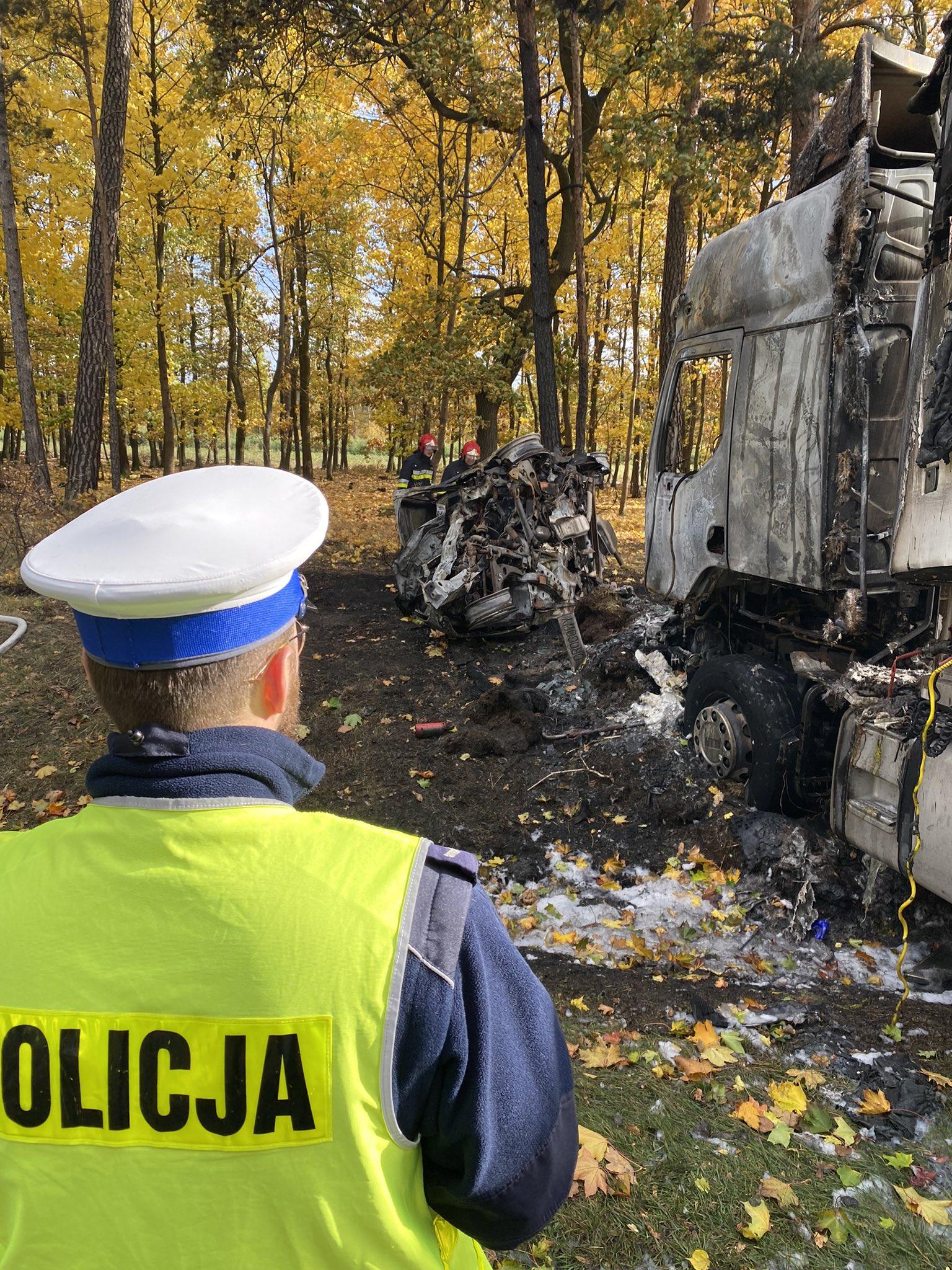 Tragiczny wypadek na DW434, nie żyją trzy osoby, które były uwięzione w płonącym samochodzie