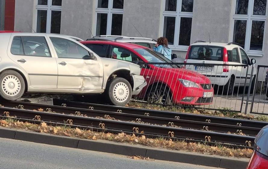 Karambol na Starołęce, ruch tramwajów wstrzymany