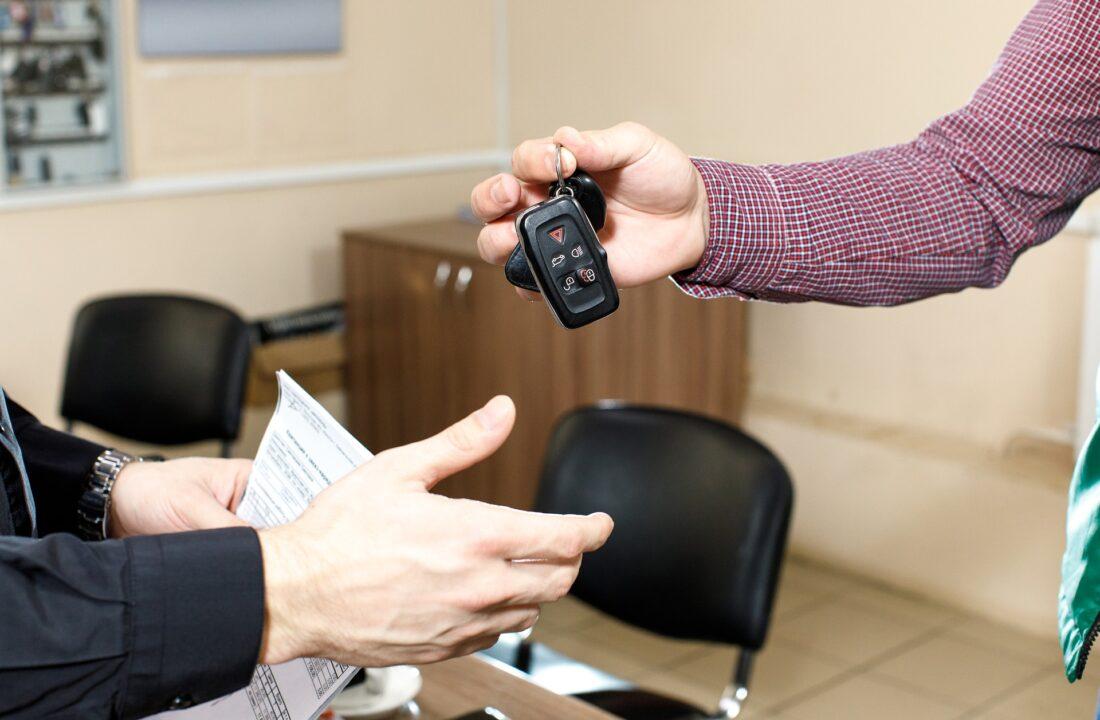 O czym pamiętać, gdy samochód zmienia właściciela?
